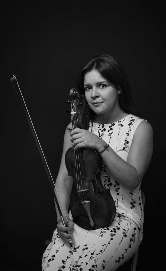 Angélica Olivo, Violinista